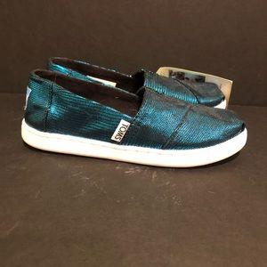 Shiny teal peacock TOMS girls 13